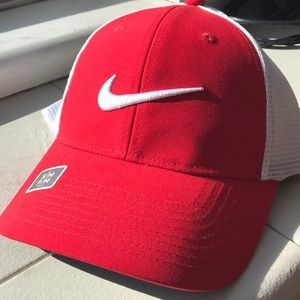 Nike Golf Dri-Fit Red/Wt Hat NWT Sz:S/M 727031-658